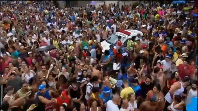 Foi dada a largada: blocos de Carnaval iniciam folia pelas ruas de ...