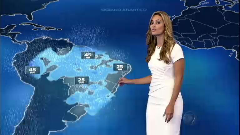 Imagens de satélite mostram nuvens carregadas pelo interior do Brasil