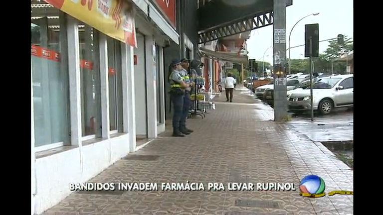 Farmácia é assaltada nesta quinta- feira em Brasília - Rede Record