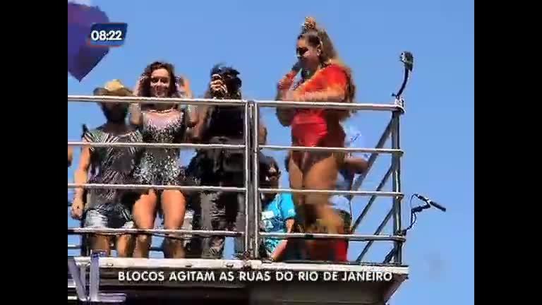 Pré-carnaval: 115 blocos agitam o Rio