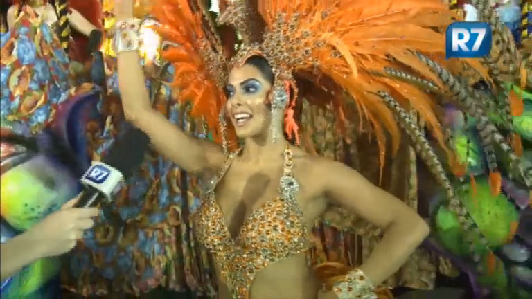 Nuelle Alves, a Dona Candinha, fala sobre a emoção de desfilar na ...