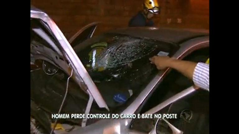 Em Ceilândia, homem perde controle do carro e bate de frente no ...