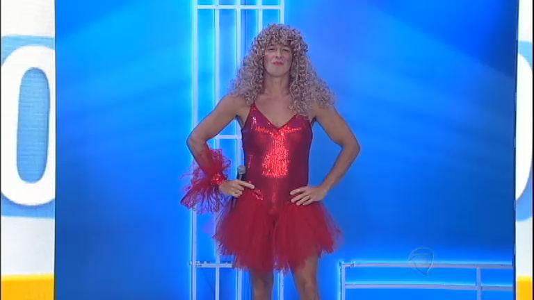 Dança, gatinho! Rodrigo Faro se veste e imita Elba Ramalho ...