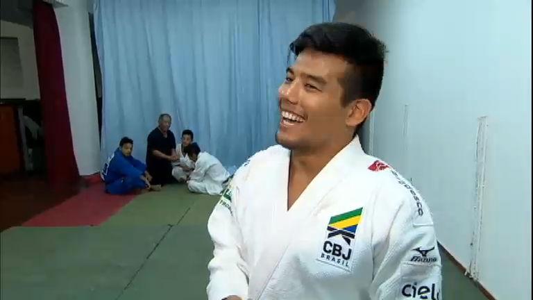 """Judoca Charles Chibana espera """"cantar no karaokê"""" no Pan ..."""