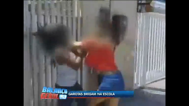 Flagrante: alunas de escola pública brigam no Méier (RJ) - Rio de ...
