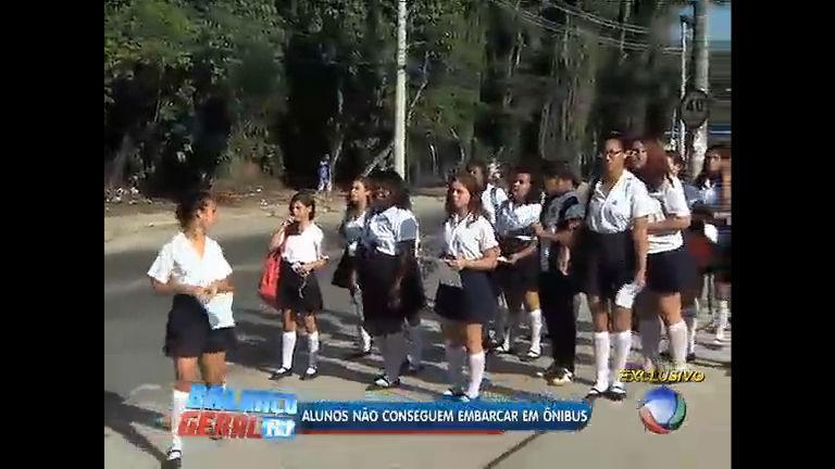 Ônibus não param para estudantes da rede pública de Xerém (RJ ...