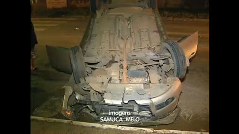 Acidente cinematográfico: carro capota duas vezes em Ceilândia ...