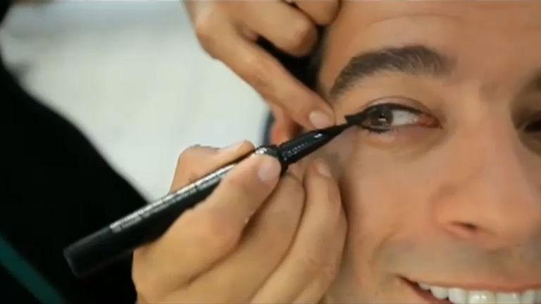 Bastidores: veja como é feita a maquiagem do personagem Moisés ...