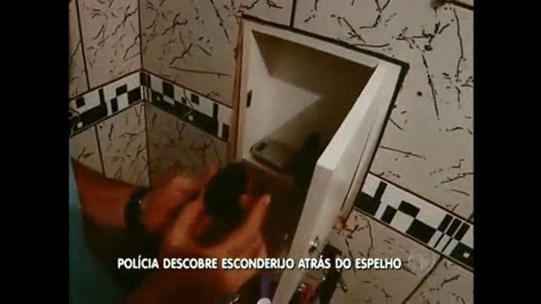 Polícia descobre esconderijo de drogas atrás de espelho no ...