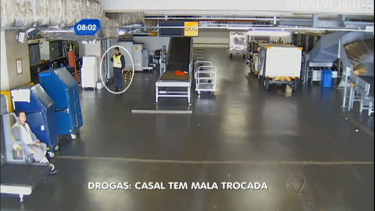 Casal tem bagagem trocada por mala cheia de drogas no aeroporto ...