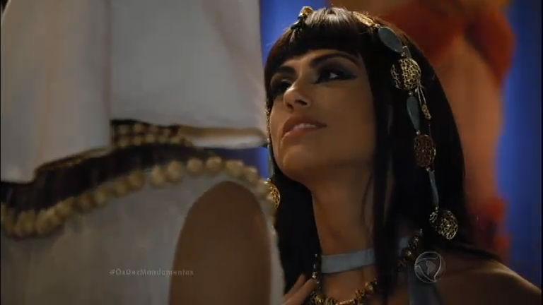 Isabel segue o plano de Arão e seduz Apuki - Entretenimento - R7 ...