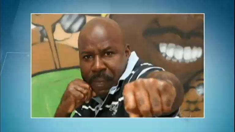 Boxeador Reginaldo Holyfield é agredido por vendedores ...