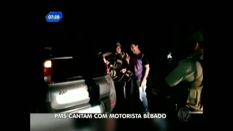Policiais tocam violão e cantam com motorista bêbado em SC ...