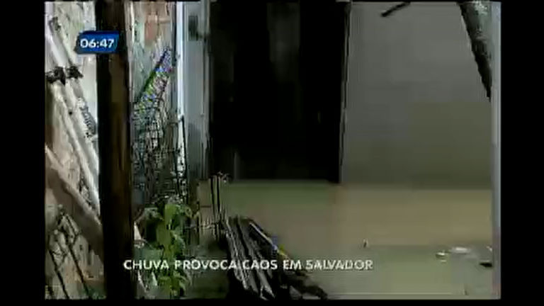 Chuva provoca caos em Salvador