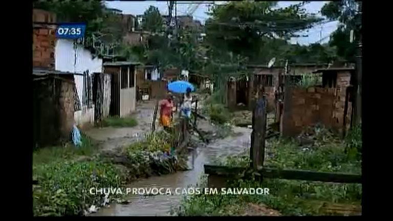 Chuva causa transtornos em Salvador
