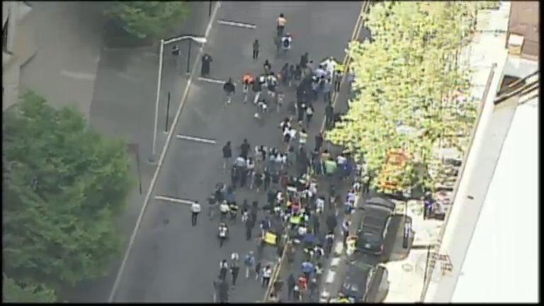 População de Baltimore ocupa as ruas para pedir justiça e o fim do ...