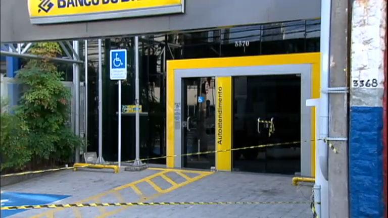 Ladrões trapalhões: criminosos deixam cofre cair e alarme dispara ...
