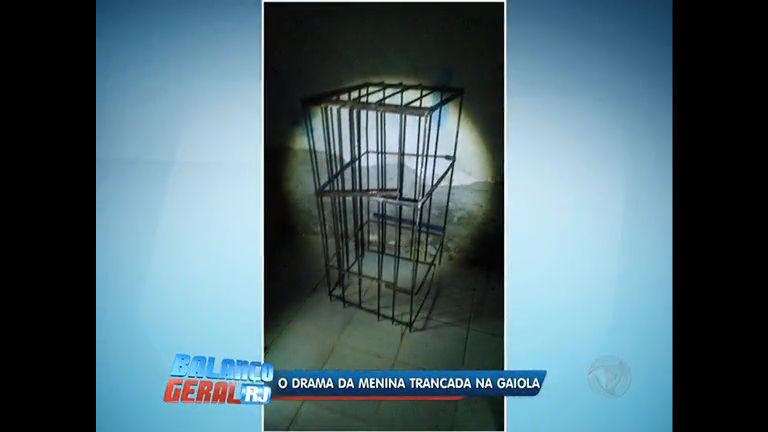 Criança trancada e torturada em gaiola pelo pai está sob cuidados ...
