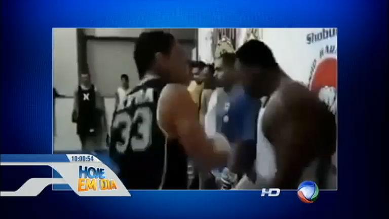 Absurdo! Professor de muay thai bate na cara de alunos durante ...