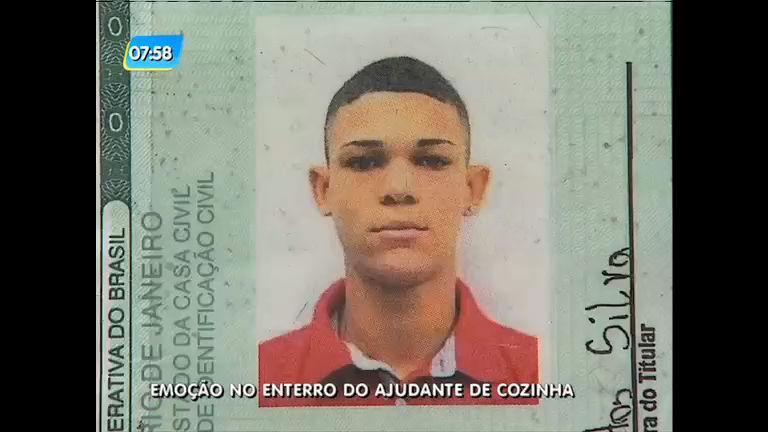 Família acusa a Polícia Militar de matar auxiliar de cozinha em São Gonçalo