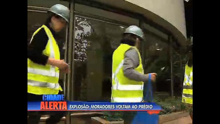 Moradores de prédio em que apartamento explodiu voltam ao ...