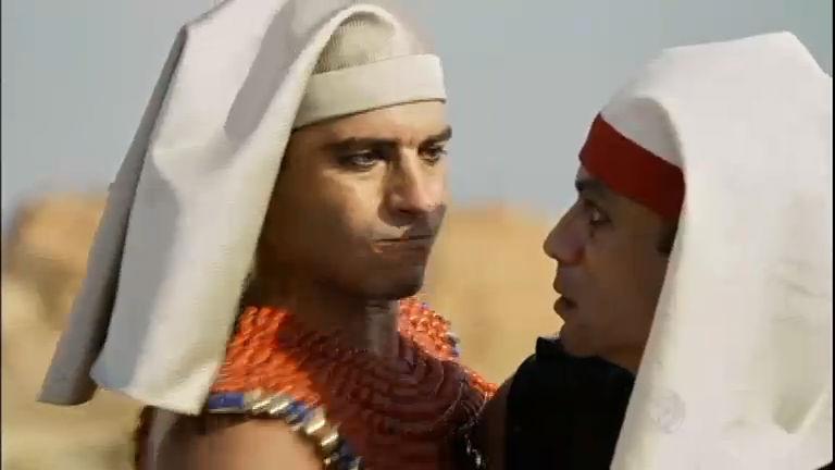 Moisés mata oficial egípcio para defender Arão