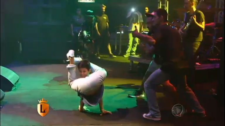 Denílson realiza sonho de dançar no palco do show de Marcelo D2 ...