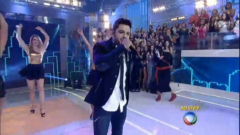 Cristiano Araújo canta seus maiores sucessos e agita o Domingo ...