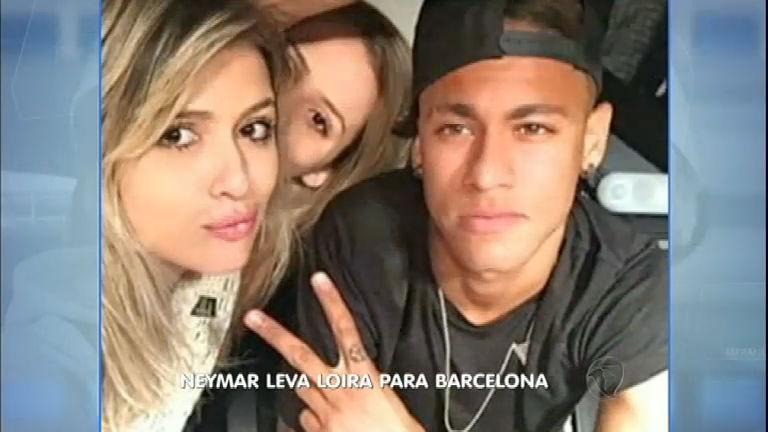 A Hora da Venenosa: Neymar banca viagem de loira para Barcelona