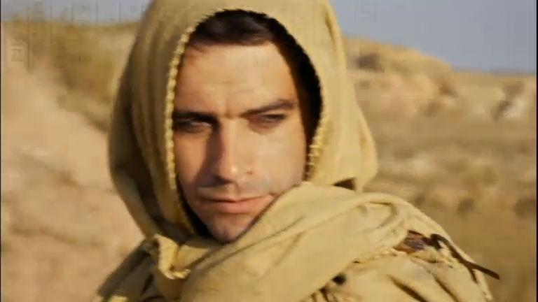 Moisés continua sua fuga pelo deserto e se assusta ao ver oficiais ...