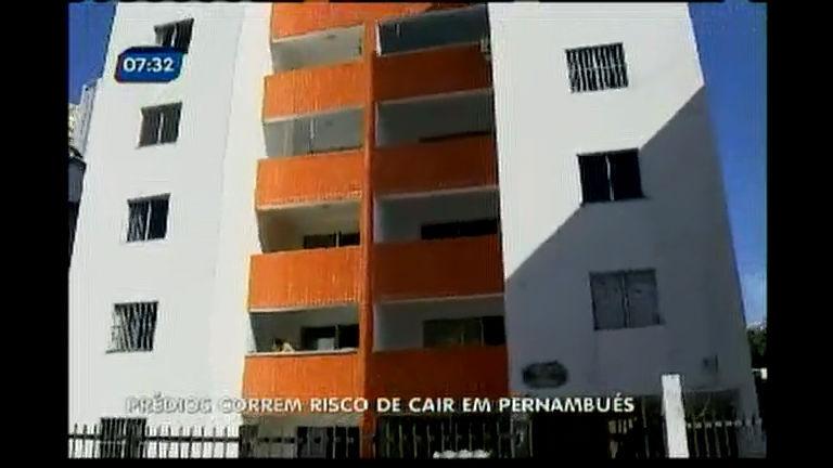 Prédios correm risco de cair em Pernambués