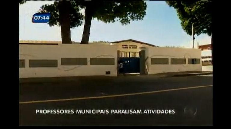 Professores municipais de Salvador paralisam atividades