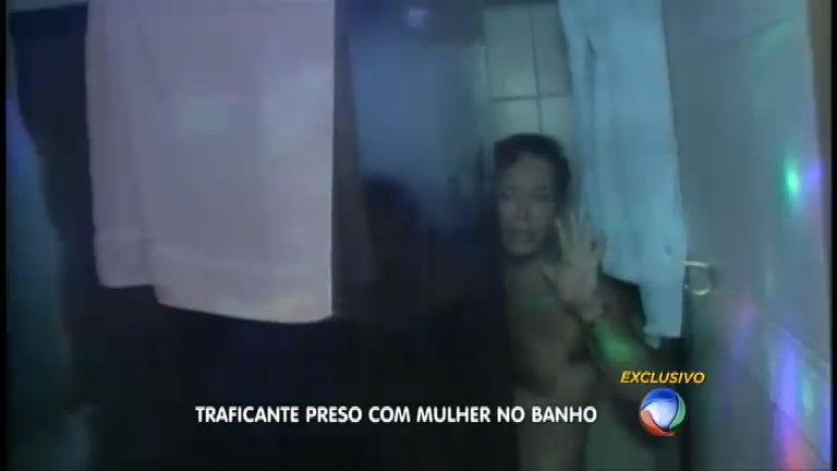 Traficante é preso na hora de banho romântico com mulher ...