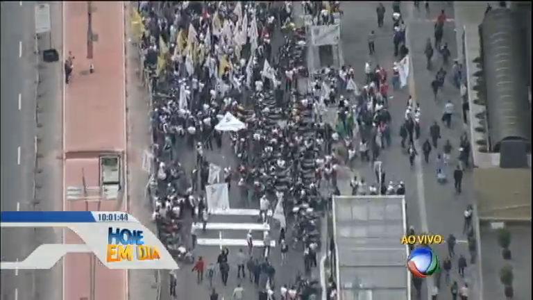 Protestos contra terceirização tomam às ruas de diversas cidades ...