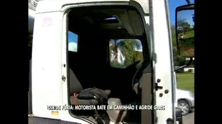Acidente provoca surto em motorista e homem destrói caminhão de lixo