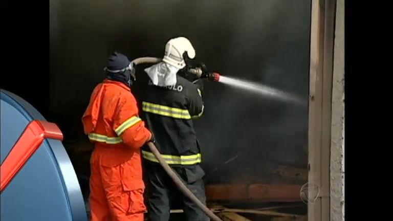 Incêndio atinge fábrica de casinhas de cachorro no interior de São Paulo