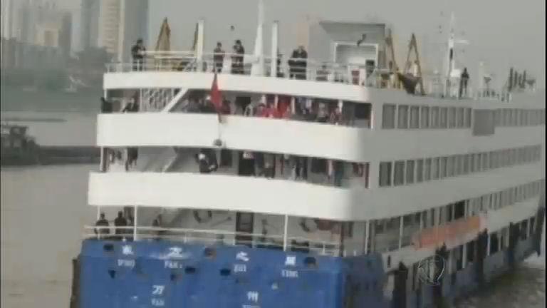 Navio naufraga com mais de 450 passageiros na China - Notícias ...