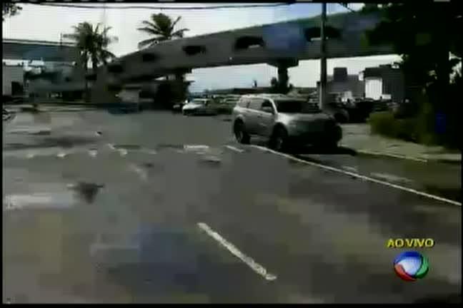Ferry: rampa quebra e impede saída de veículos