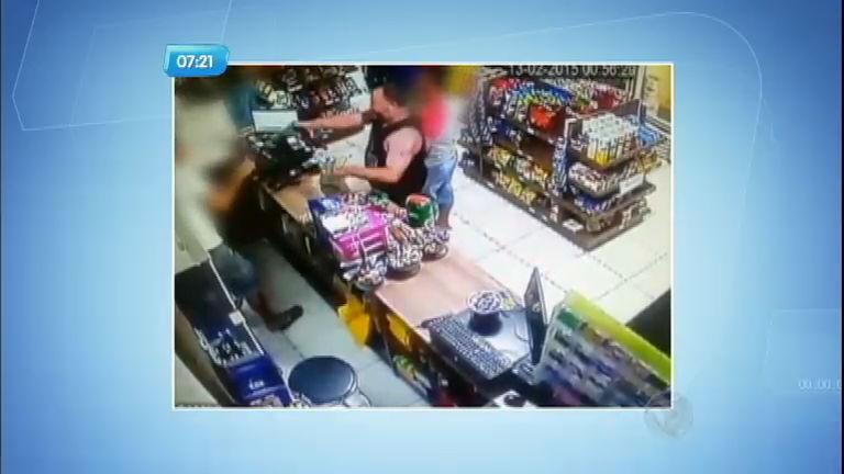 Sargento da PM surta e ameaça funcionário de loja em Porto Alegre ...