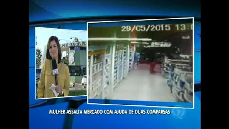 Mulher é flagrada furtando supermercado no Entorno