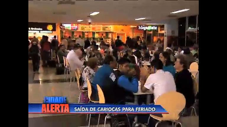 Movimento de cariocas é intenso na saída para o feriado - Rio de ...