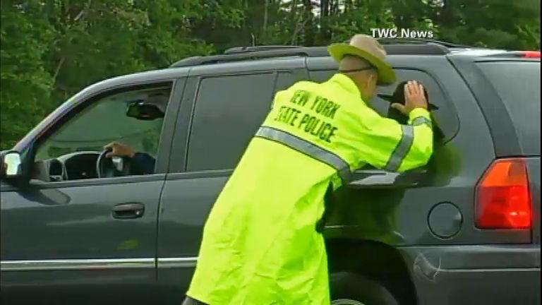 Polícia de NY faz operação para encontrar fugitivos de presídio de ...