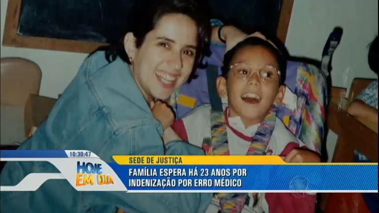 Pais de menino morto após erro médico lutam na Justiça por indenização