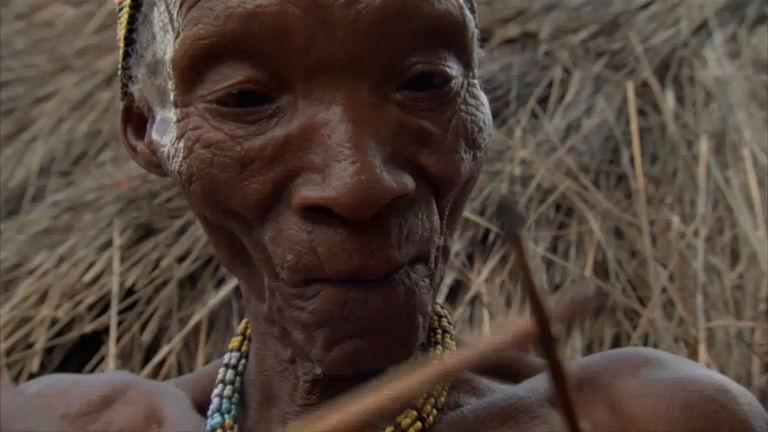 Domingo Espetacular acompanha ritual de tribo que vive como homens das cavernas