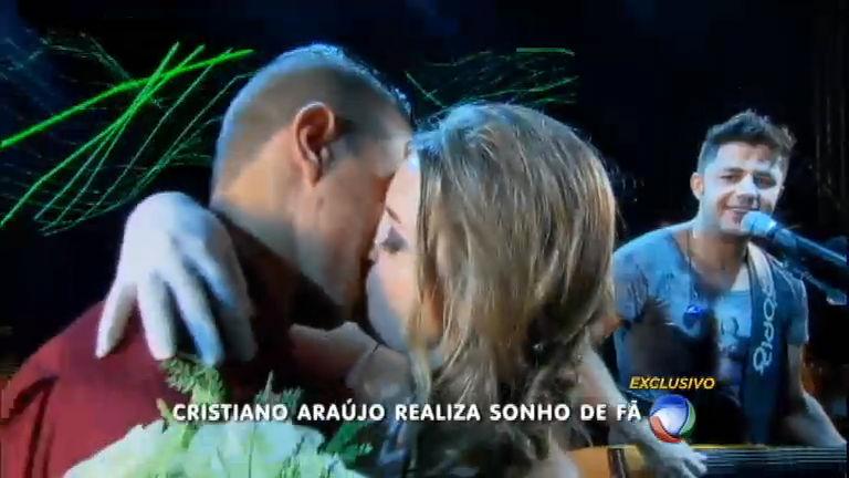 Fã realizou o sonho de se casar no palco durante show de Cristiano ...