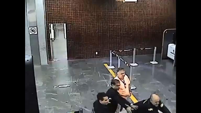 Passageiro uruguaio diz ter sido agredido por policiais federais no Aeroporto Tom Jobim (RJ)