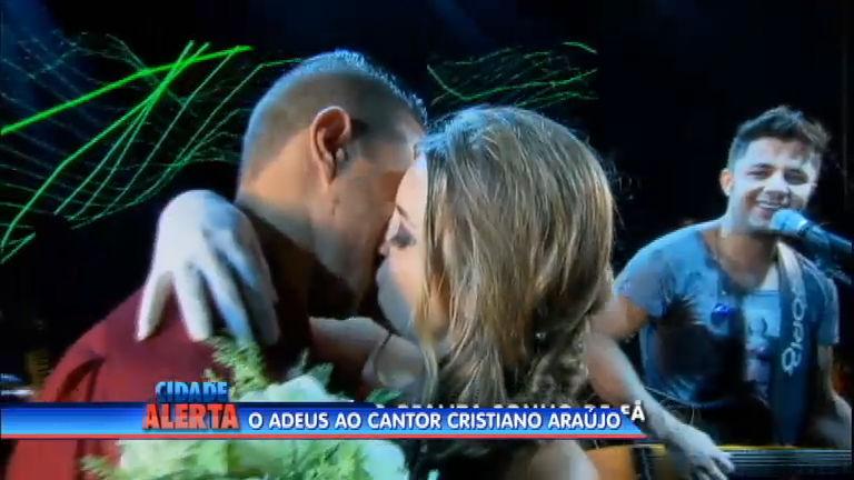 Fã relembra momento mais feliz de sua vida durante show de Cristiano Araújo