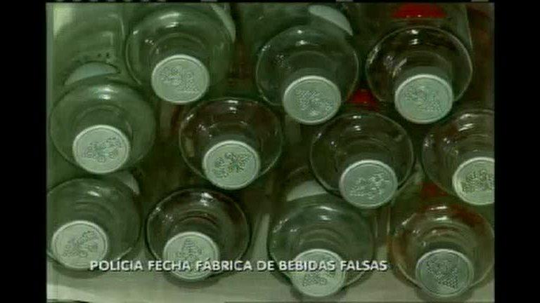Polícia fecha fábrica de bebidas falsificadas