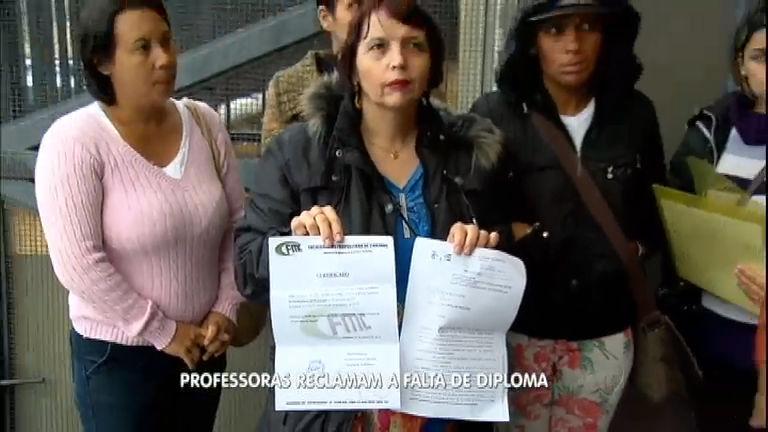 Professoras aguardam há três anos por diploma e denunciam o ...