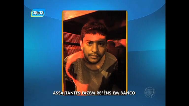 Assalto com arma de brinquedo em agência bancária termina com suspeito preso na zona oeste do Rio